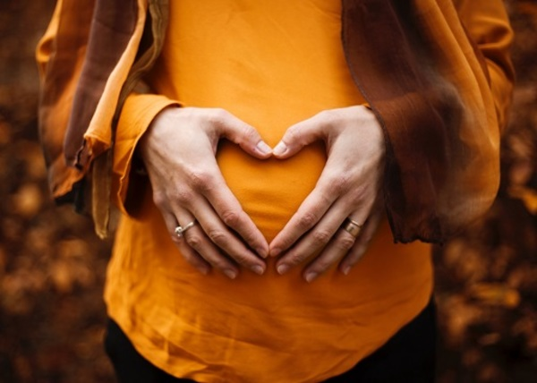 安産祈願のお守りはいつ買うのが良い?プレゼントのマナーや産後の返納についてもご紹介します